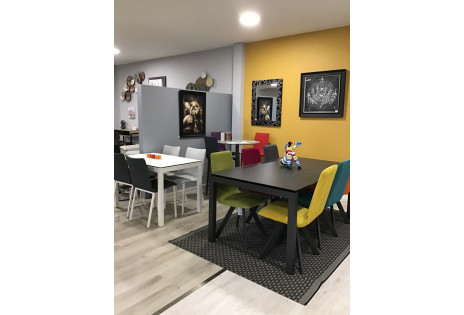 MOBLIBERICA TABLES CHAISES